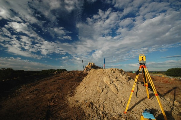 Land-Surveyor-Kit3-600x398